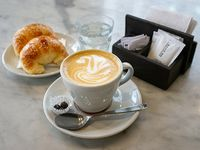 Tradicional - Café con leche o té + dos medialunas