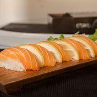 Niguiri de salmón (5 cortes)