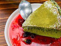 Sponge cheesecake de queso philadelphia con matcha (té verde)