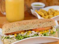 Combo Sandwich Pollo + Papas + Granizado de Fruta