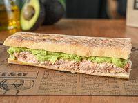 Tuna avocado sándwich