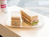 Sándwiches triples surtidos clásicos 1 x 12 unidades