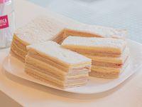 Sándwiches triples de jamón y queso x 12 unidades