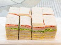 Sándwiches triples surtidos clásicos x 50 unidades