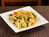 Pollo con almendra (plato grande)