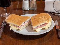 Sándwich de jamón cocido y queso