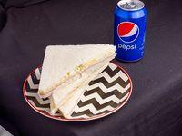 3 Sandwiches de miga lata gaseosa