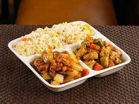 Maxi (2 personas) - Arroz + 2 comidas + 4 arrolladitos