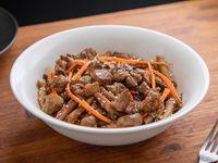 Fideos al wok con bondiola glaseada