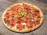 Pizza napolitana con ajo y panceta ahumada - 6 porciones