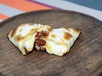 Empanada de cantimpalo y muzzarella