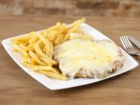 Milanesa con muzzarella y papas fritas