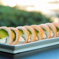 68 - Cheese sake roll envuelto en salmón (8 unidades)