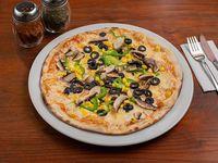 Pizza 23 - Pimentón, aceitunas, cebolla, cuarto de alcachofas, champiñones y choclo