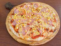 Pizza con choclo y jamón