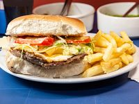 Sándwich de hamburguesa tato
