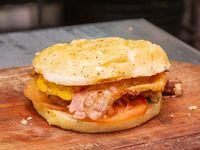 Sándwich de 1/4 de pollo con panceta, morrón, huevo y tomate