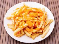 Papas fritas con cheddar