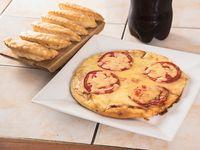 Promo 1 - Pizza mediana de 3 ingredientes + bebida de 1.5 L + pan de ajo o empanadas de queso