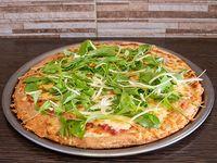 Pizza con rúcula y queso sardo entera