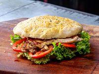Sándwich de pollo 1/4 con lechuga y tomate