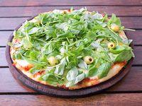 Pizza de muzzarella con rúcula