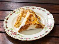 Empanada de panceta, cheddar y mozzarella