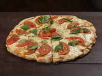 Pizzeta con tomate natural, albahaca, ajo y muzzarella