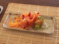 Geishas de salmón fresco, langostinos, queso y frutilla