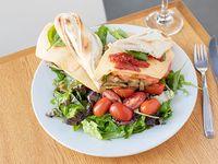 Sándwich vegetariano con acompañamiento