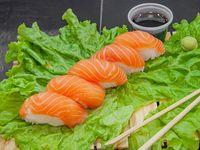 Nigiri de salmón fresco