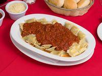 Ravioles de carne con salsa bolognesa (con glúten)