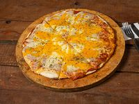 Pizzeta con papas fritas, queso cheddar y panceta