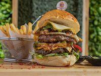 Burger doble Cardio + papas fritas + soda 355 ml
