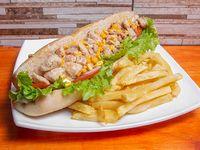 Sándwich de pollo en salsa de choclo
