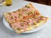 Promo 2 x 1 - Pizza con Aceitunas, Jamón y Muzzarella al tacho
