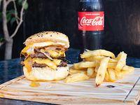 Promo - Hamburguesa doble americana + papas fritas + gaseosa 500 ml