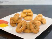 Promo para picar - 6 bastones de muzzarella + aros de cebolla chicos + 10 nuggets de pollo + 15 pochoclos de pollo