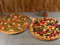 Promo 3 - Pizza clásica familiar + pizza especialidad familiar