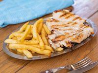 Pechuga de pollo con papas fritas
