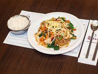 Japchae con arroz