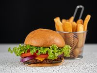 Hamburguesa con queso y papas fritas steakhouse