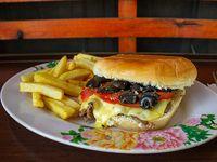 Sándwich de churrasco napolitano + papas fritas