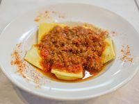 Raviolones de calabaza y queso con salsa a elección