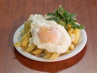 Papas fritas con huevo (grande)
