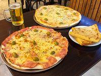 Promo 3 - Pizza con mozzarella + pizza con jamón, napolitana o fugazzeta + 3 fainá