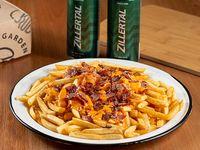Promo 6. Papas fritas xl con cheddar y bacon 2 cervezas Zillertal de 473 ml