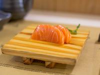 Sashimi de salmón (1 unidad)