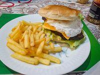 Super Burger con fritas