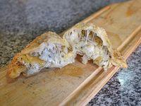 Empanada soufle  de queso y cebolla